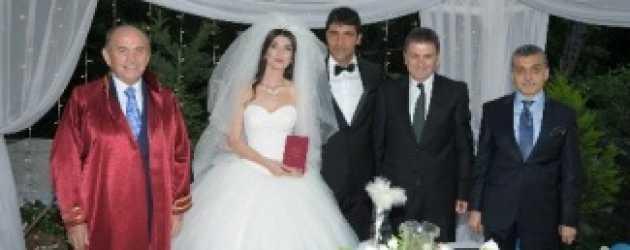 Dizi aşkında mutlu son! Evlendiler!