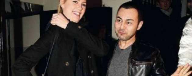 Serdar Ortaç nişanlısının yüzünü güldürdü!
