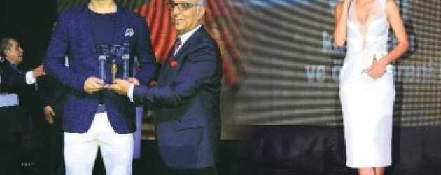 Çağatay Ulusoy ve Bergüzar Korel'e büyük onur!
