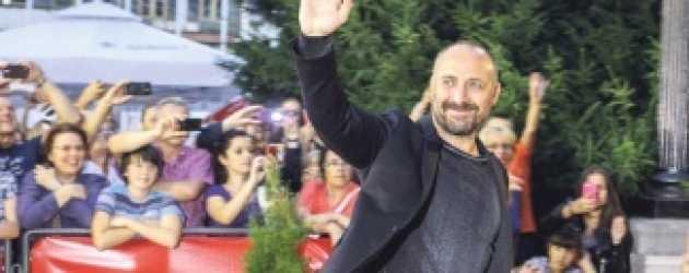 Halit Ergenç o ülkede ilgiden şaşkına döndü!