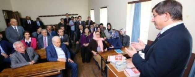 Başbakan Ahmet Davutoğlu'ndan dizi setine sürpriz ziyaret!