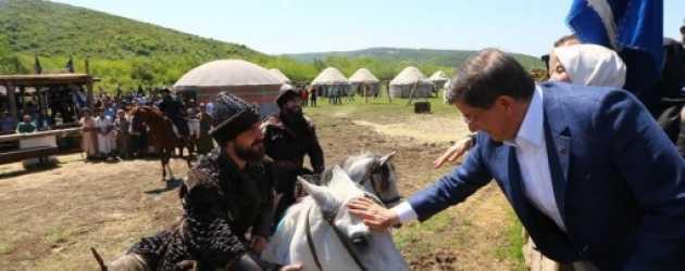 Başbakan Ahmet Davutoğlu 'Diriliş Ertuğrul' setinde!