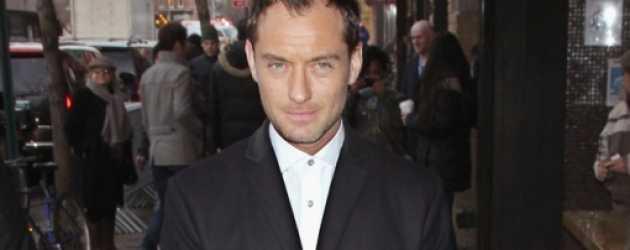 Jude Law yeni dizi 'The Young Pope' ile geliyor!