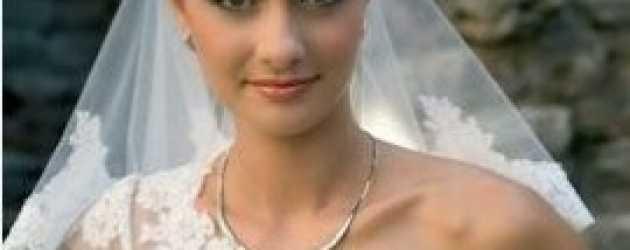 Yasemin Ergene, İzzet Özilhan'la nişanlandı