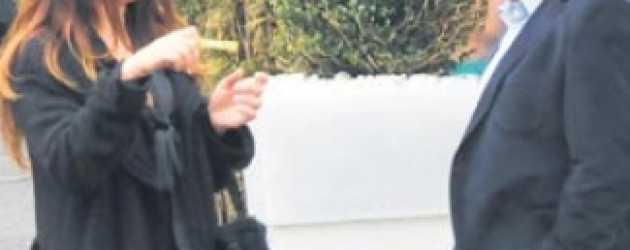 Adnan Sezgin, uğruna eşinden boşandığı oyuncuyla Bebek'te görüntülendi