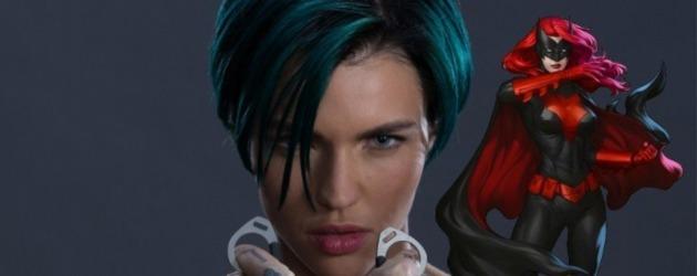Batwoman dizi projesi için ilk görsel yayınlandı! Karşınızda kostümlü Ruby Rose ve Batwoman!