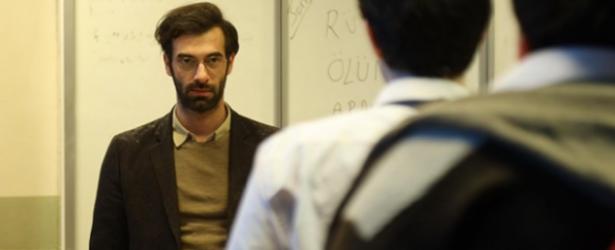 Öğretmen dizisi uyarlama mı? Dizinin orijinalinde neler oldu?