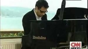 Seffaf Oda - Cansel Elçin Piyano Çalarken