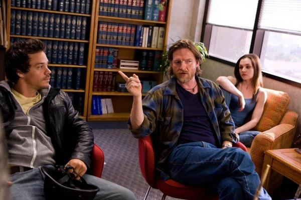 16-04/20/terriers_fx_donal_logue_michael_raymond_james_image_02-600x400.jpg