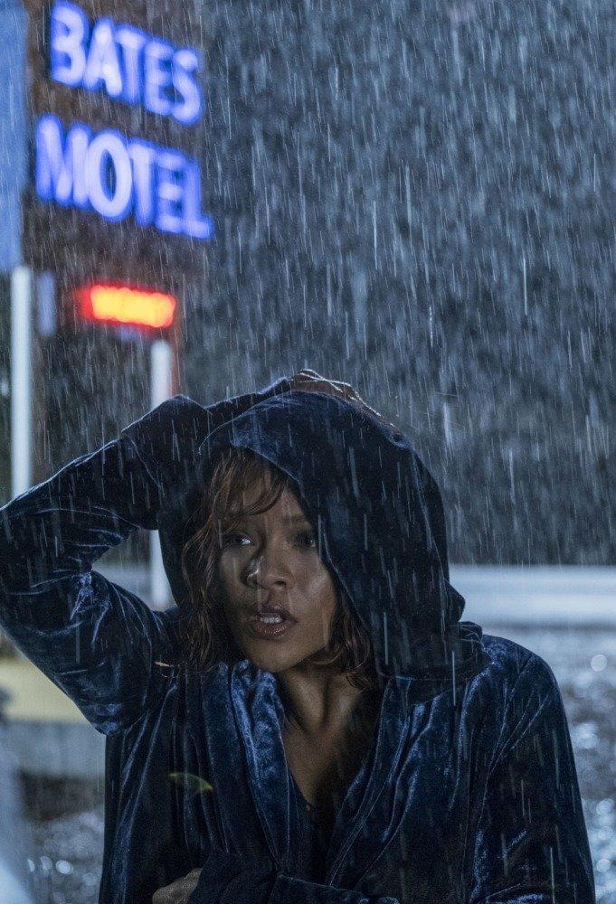 17-02/01/rihanna-bates-motel.jpg
