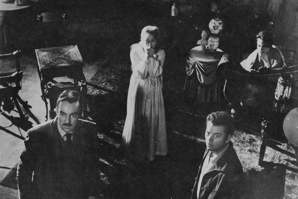 17-06/14/the-haunting-of-hill-house-eski-film.jpg