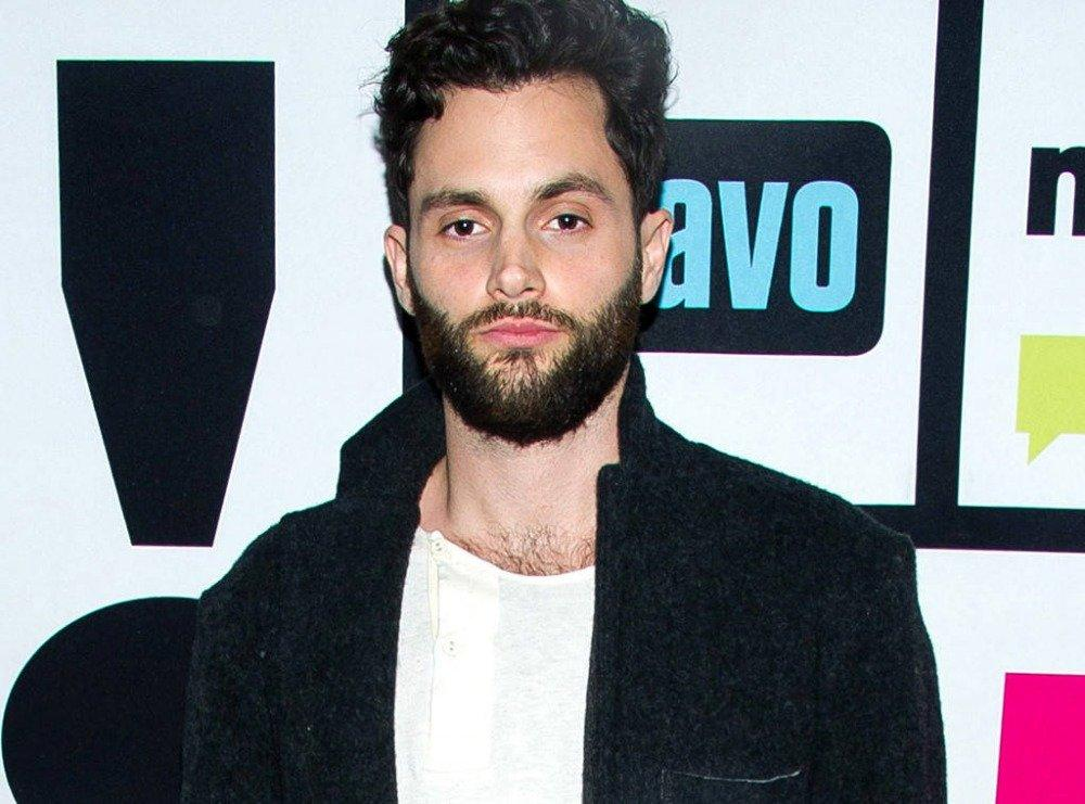 17-06/27/penn-badgley.jpg