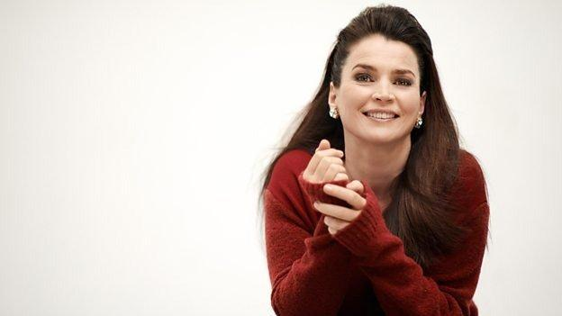 18-09/11/julia-ormond.jpg