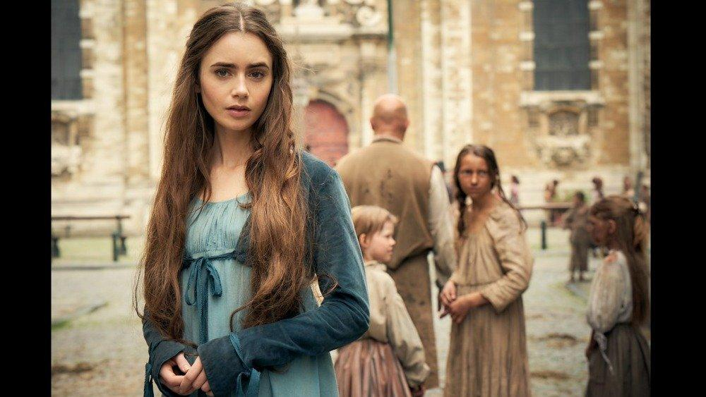 18-12/03/lilly-collins-foto-les-miserables-1543789326.jpg