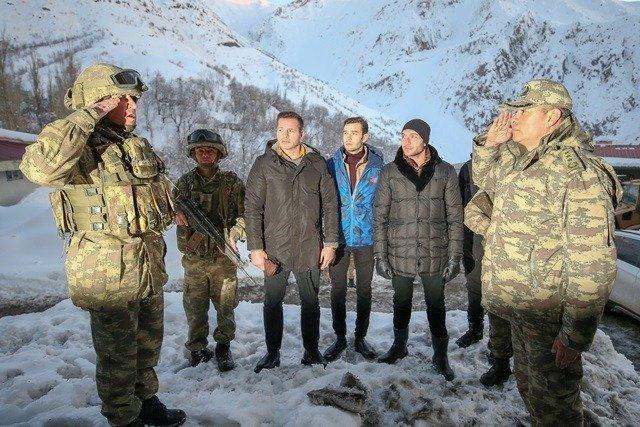19-01/28/soz-dizi-oyuncular-hakkari-ziyaret.jpg