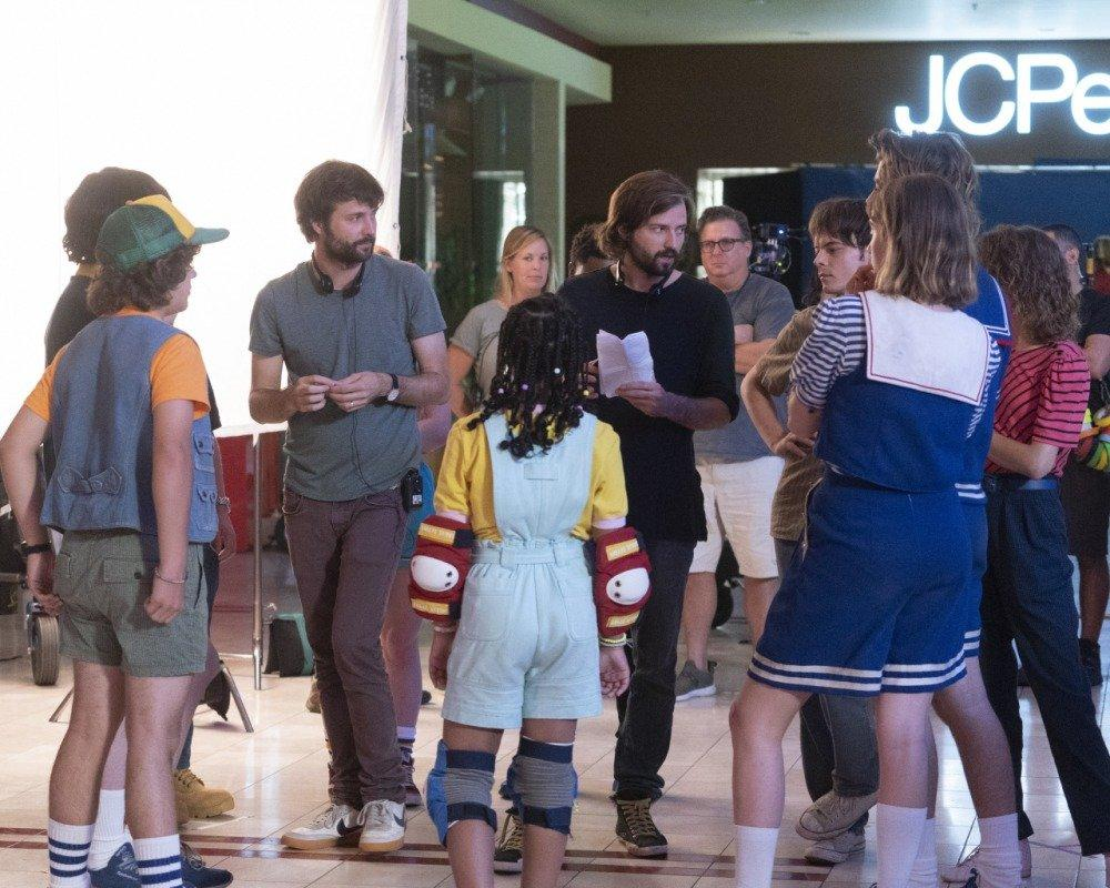 19-07/04/stranger-things-3-sezon-kamera-arkasi-foto12.jpg