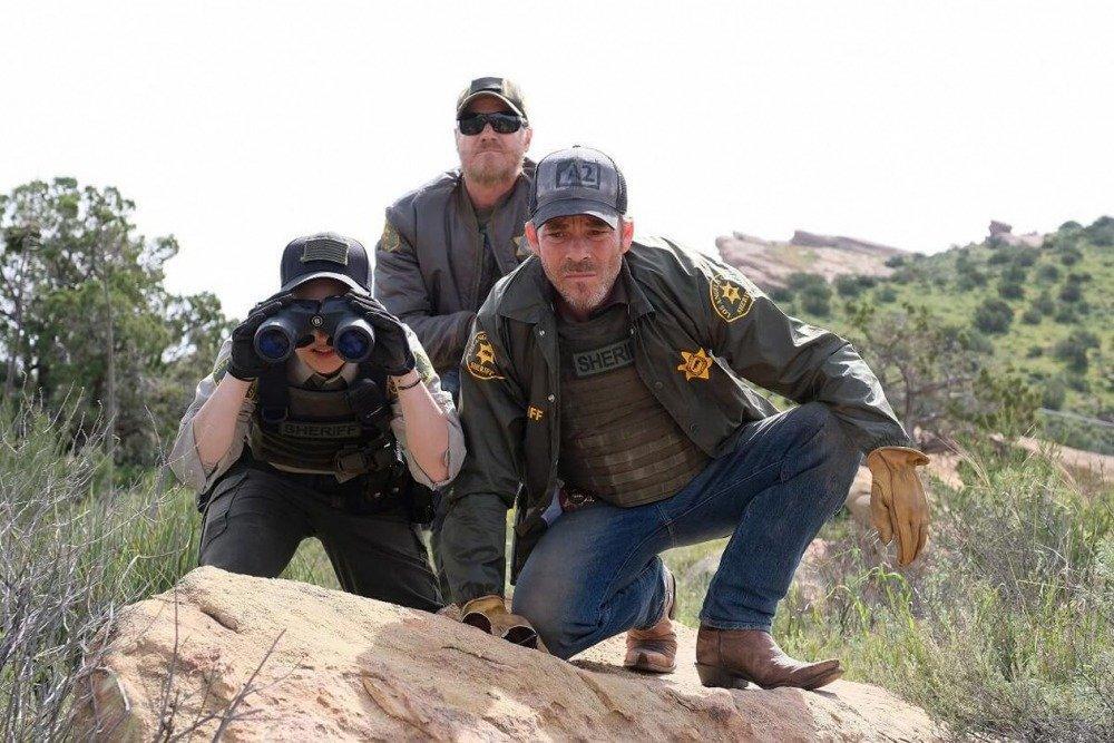20-01/02/deputy-1x01-foto5.jpg