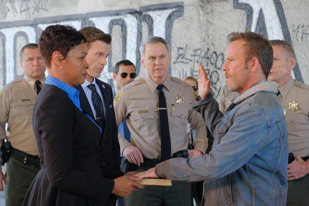 20-01/02/deputy-1x01-foto7.jpg