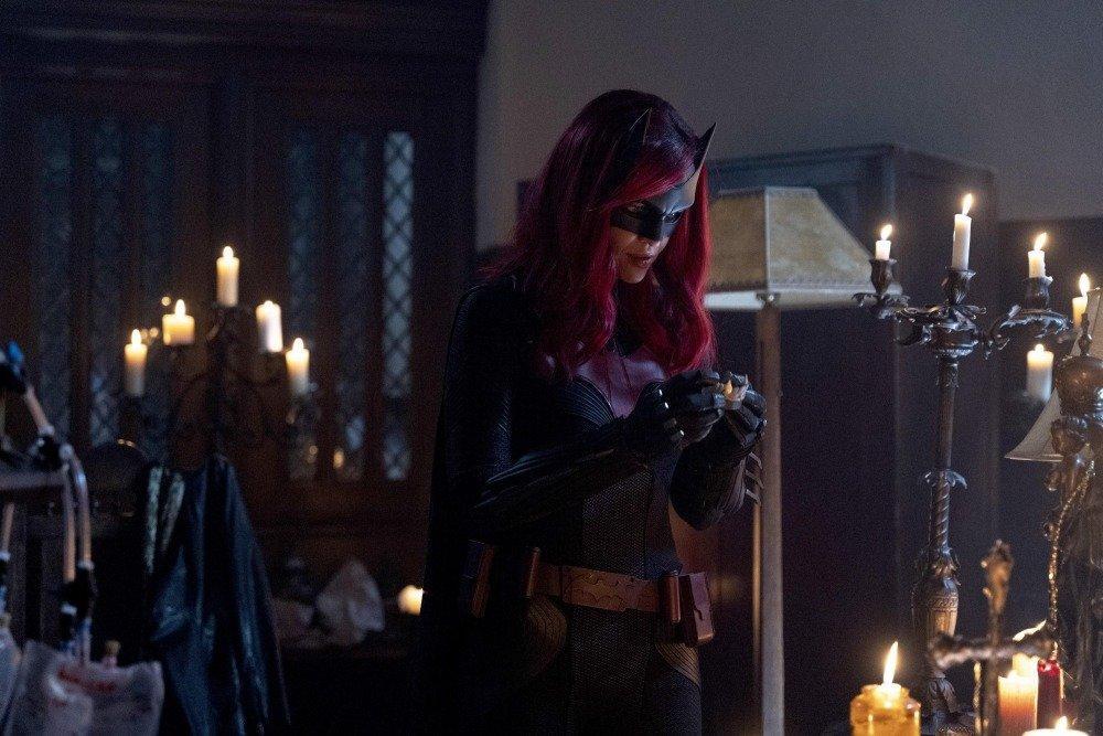 20-02/22/batwoman-1x13-foto1-1582323633.jpg