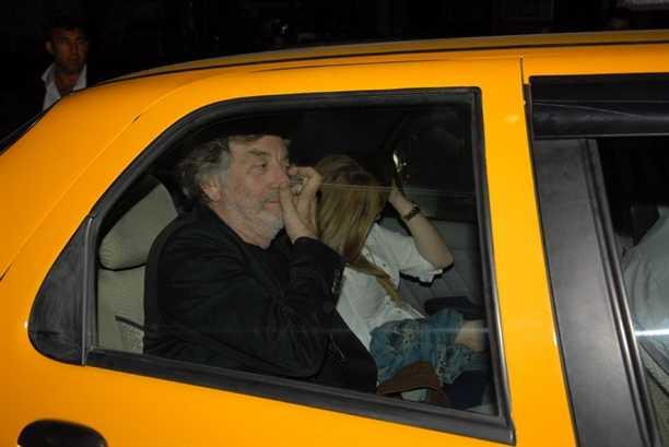 65 yaşındaki oyuncu genç sevgilisiyle yakalandı!