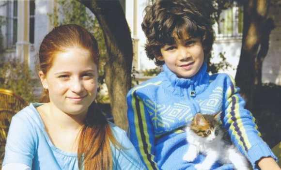 Zeynep Özkaya Fotoğrafları