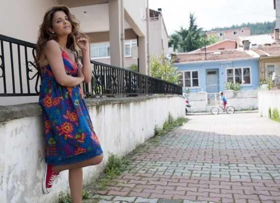 Melike Emiroğlu Fotoğrafları