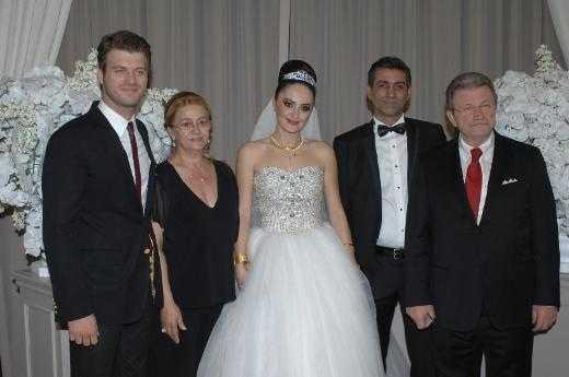 Tatlıtuğ evlendi!