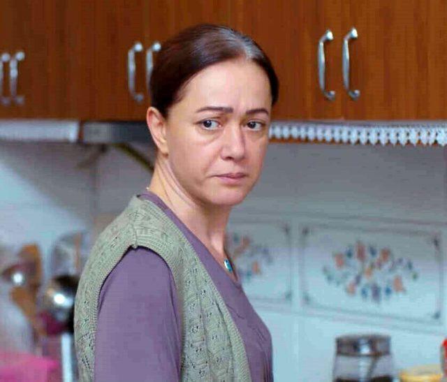 Kadın dizisinde Bahar'ın annesi Hatice öldü! Bennu Yıldırımlar diziden  ayrıldı... - Diziler.com